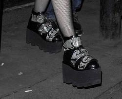 Опасная обувь: Мадонна не извлекла урок из «патапума»