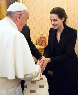 Анджелина Джоли встретилась с папой Франциском