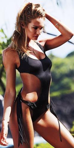 Компания Victoria's Secret презентовала новые купальники