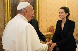 Анджелина Джоли отвезла свой новый фильм в Ватикан