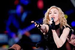 Мадонну обвинили в жадности и спекуляции на трагедии во Франции