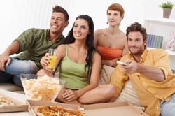 Фанаты телевизора едят все подряд