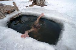 Роспотребнадзор призвал не допускать детей на крещенские купания
