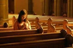 Женщины верят в Бога больше мужчин