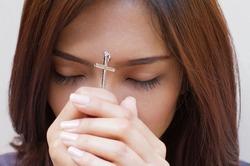 Женщины чаще верят в Бога, чем мужчины