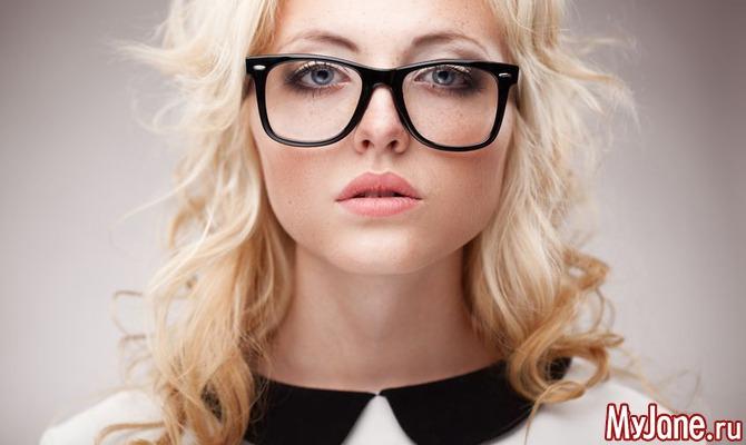 Избегайте ошибок при макияже с очками.