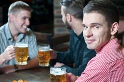 Мужчины расслабляются только в кругу друзей