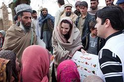 Инсайдеры рассказали, кто из звезд реально помогает беженцам, а кто - нет