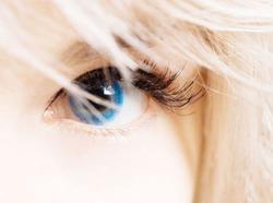 Голубоглазые люди чаще страдают алкоголизмом