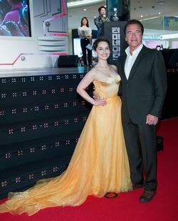Эмилия Кларк тоже выбирает платья Ульяны Сергеенко