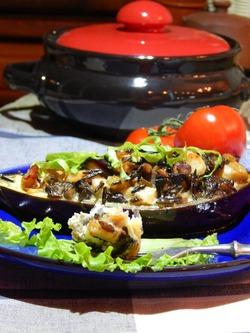 Баклажаны, запеченные с рисом, курицей и грибами