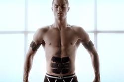 Криштиану Роналду рекламирует тренажер для ленивых, а сам пашет на тренировках