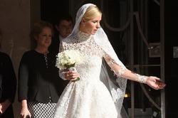 Свадебная фата Ники Хилтон попала под колеса Bentley