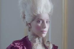 Ким Кардашян в образе Марии-Антуанетты
