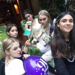 Ванессе Паради пришлось терпеть Эмбер Херд на дочкиной вечеринке