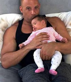 Вин Дизель опубликовал фото новорождённой дочери