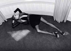 Рекламу Saint Laurent запретили из-за худобы модели