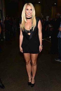 Бритни Спирс рассказала, как повисла на шее у Брэда Питта
