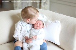 Кенсингтонский дворец опубликовал снимки принцессы Шарлотты