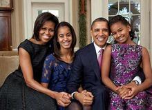 Мишель и Барак Обама с дочерьми фото