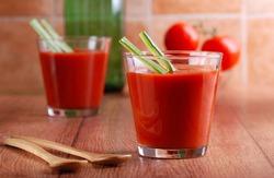Томатный сок облегчает симптомы менопаузы