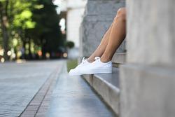 Белые кроссовки, кеды, слипоны