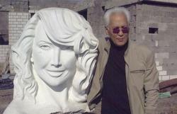 Казахский скульптор изваял 6-метровую статую Жанны Фриске