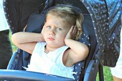 В Британии хотят запретить прокалывать детям уши