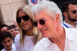 65-летний Ричард Гир крутит роман с 32-летней итальянкой