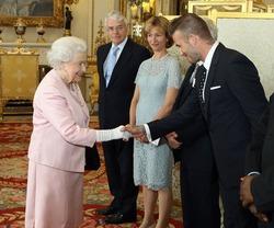 Дэвид Бекхэм не оставил равнодушной Елизавету II