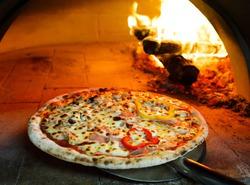 В Тихом океане появилась первая плавучая пиццерия