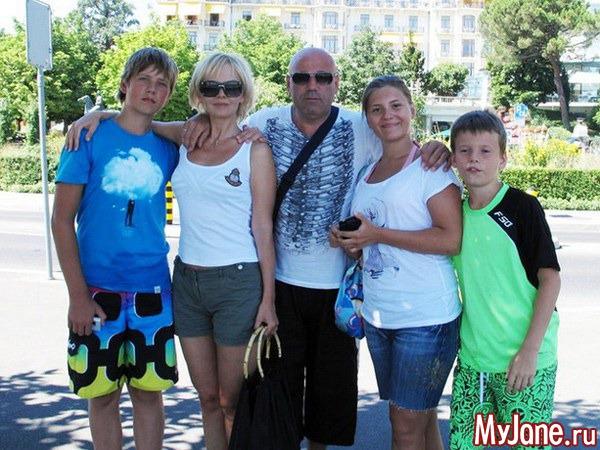 Валерия со своей семьей фото