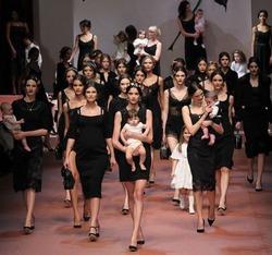 Dolce&Gabbana воспели важность матери в семье в своей коллекции осень/зима 2015-2016