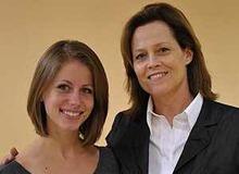 Сигурни Уивер с дочерью Шарлоттой фото
