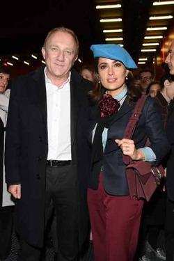 Сальма Хайек оделась в скандальные вещи Gucci
