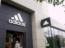 В 2015 году Adidas закроет 200 магазинов на территории России