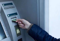 Шесть грабителей вынесли банкомат из супермаркета в Москве
