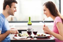 Вино - лучший напиток для романтического ужина