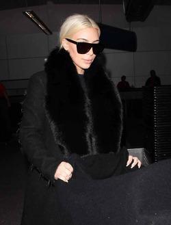 Ким Кардашян расплачивается за блонд