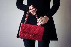 Chanel снизит цены на свои товары на территории России