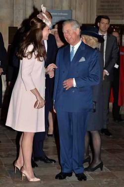 Принц Чарльз не пустит Миддлтонов первыми смотреть на новорожденного