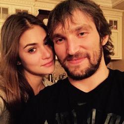 Александр Овечкин встречается с дочерью Веры Глаголевой