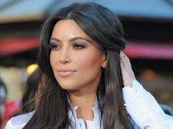 Ким Кардашян снова перекрасилась в черный