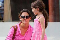 Кэти Холмс разрешает 8-летней дочке декоративную косметику