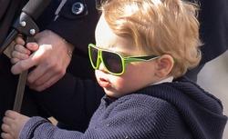 Принц Джордж продал партию солнцезащитных очков