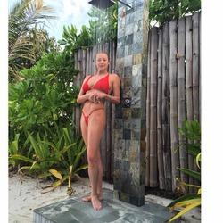 Настя Волочкова снова удивила пляжными фото