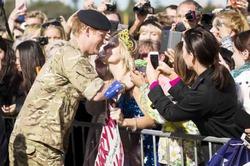 Австралийка поцеловала принца Гарри и попросила на ней жениться