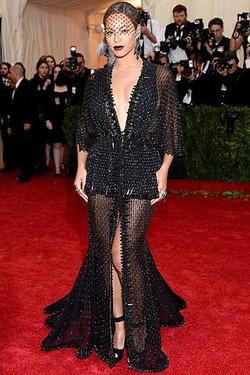 Бейонсе верна Givenchy