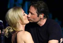 Джиллиан Андерсон и Дэвид Духовны целовались на концерте