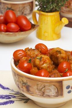 Фрикадельки с помидорами черри